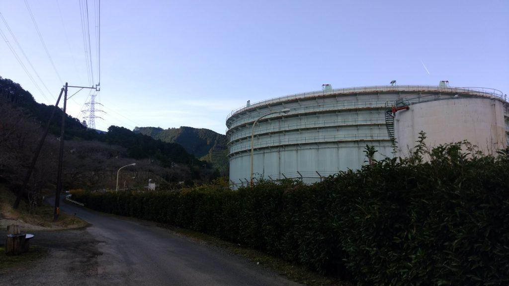 三重 八鬼山 向井登山口付近の石油タンク