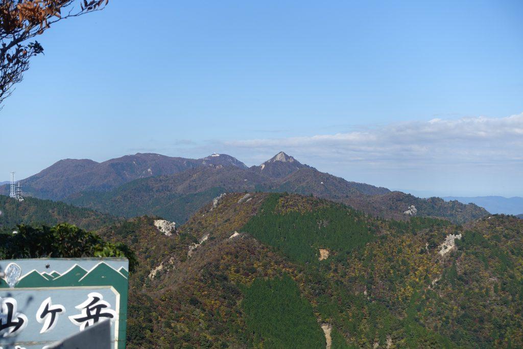三重 仙ヶ岳山頂から御在所方面を見る