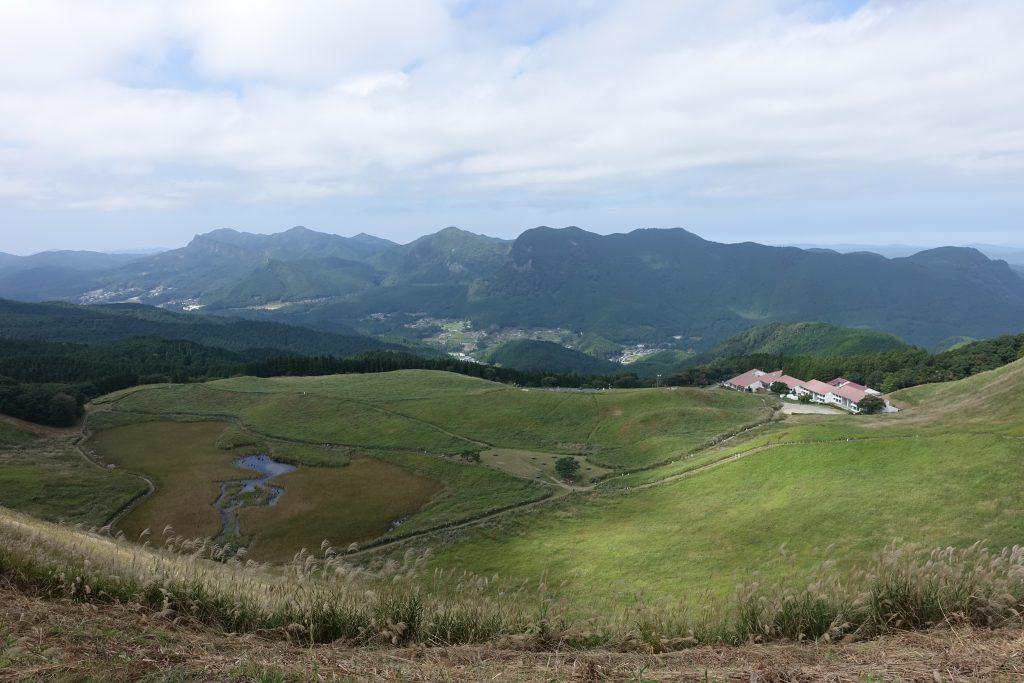 三重 倶留尊山 亀山峠から眺める曾爾高原