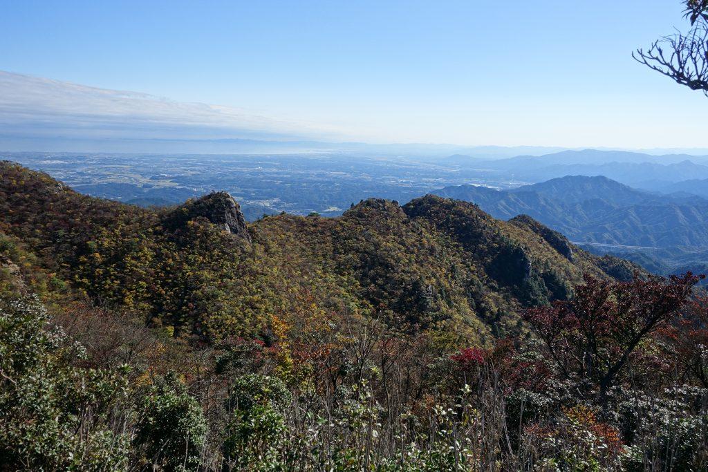 三重 仙ヶ岳山頂から南尾根を見る