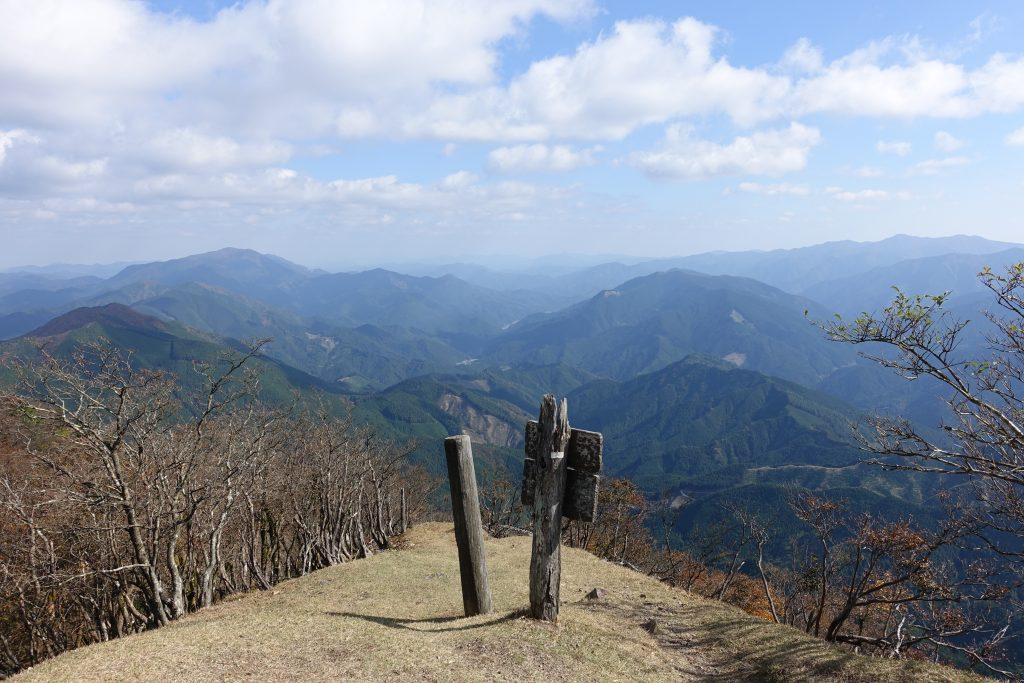 三重高見山山頂 三重県側への登山道を振り返る