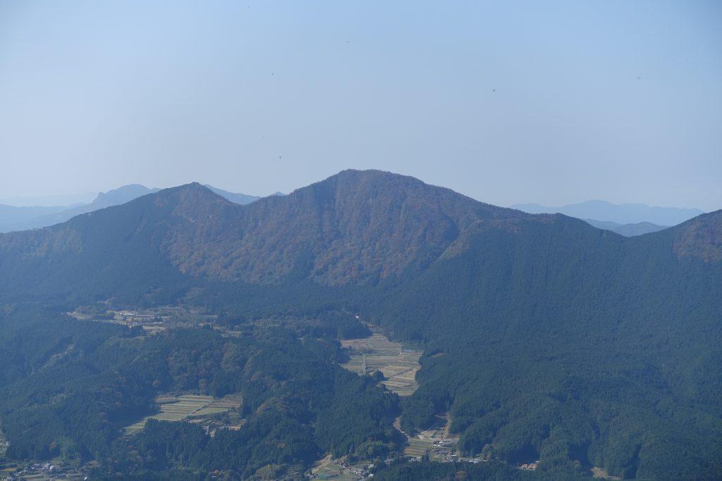 三重 大洞山からの俱留尊山方面