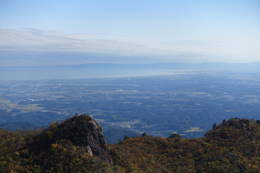 三重 仙ヶ岳山頂からの南尾根と伊勢平野