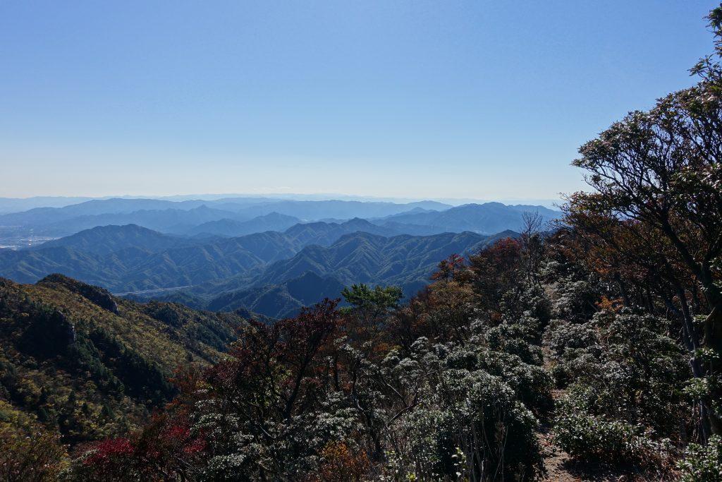 三重 仙ヶ岳山頂から西へ向かう登山道