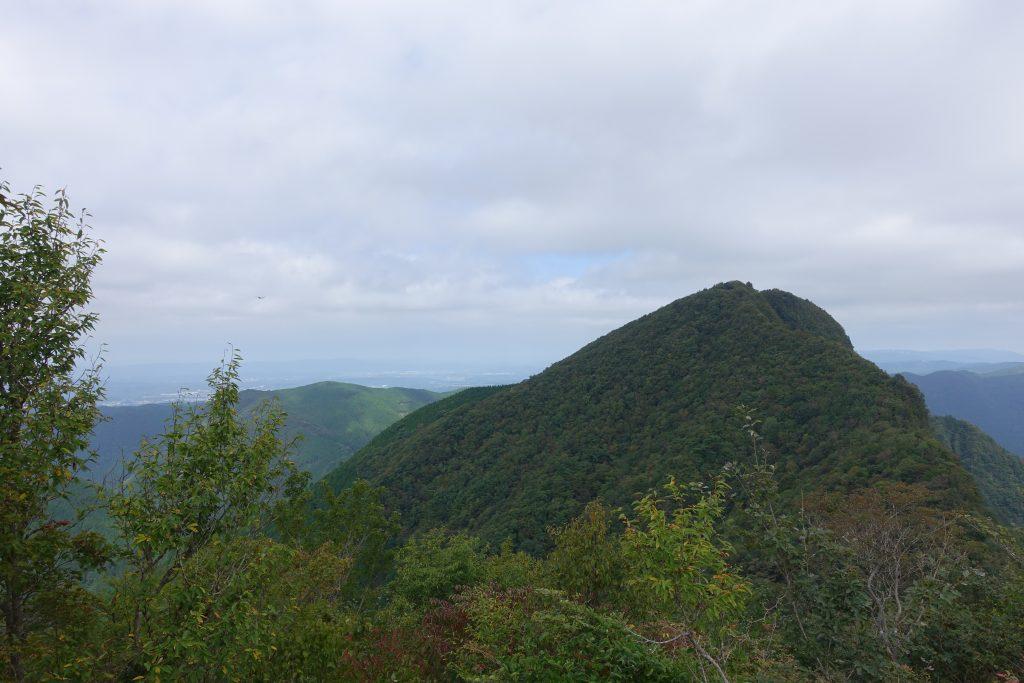 三重 曾爾高原 二本ボソから眺める俱留尊山