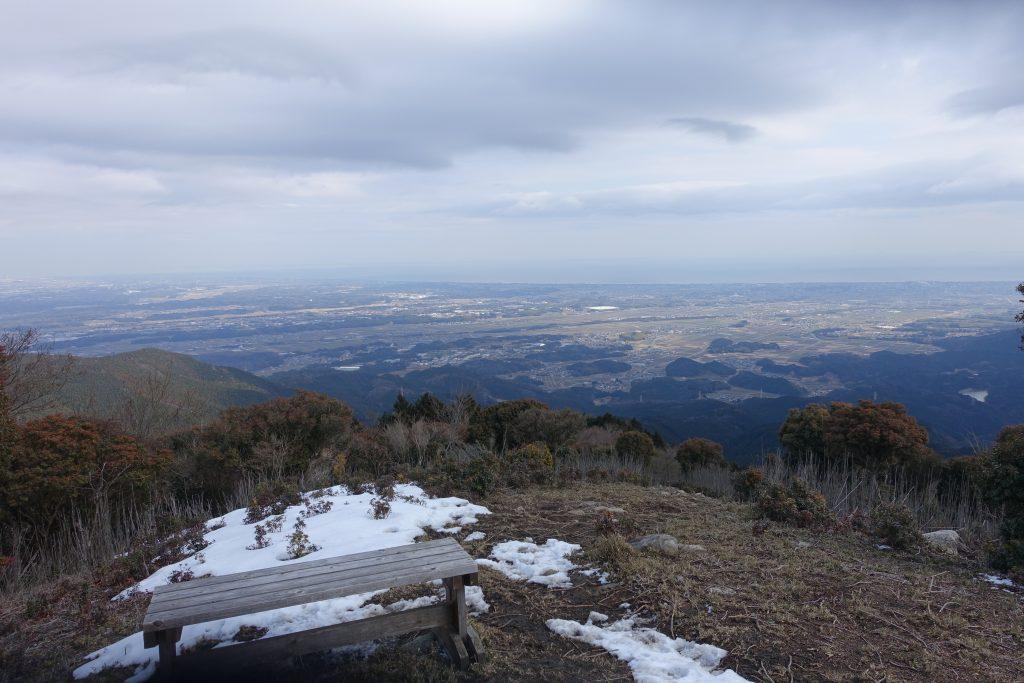 三重 経ヶ峰 パノラマルート下りからの眺めベンチ