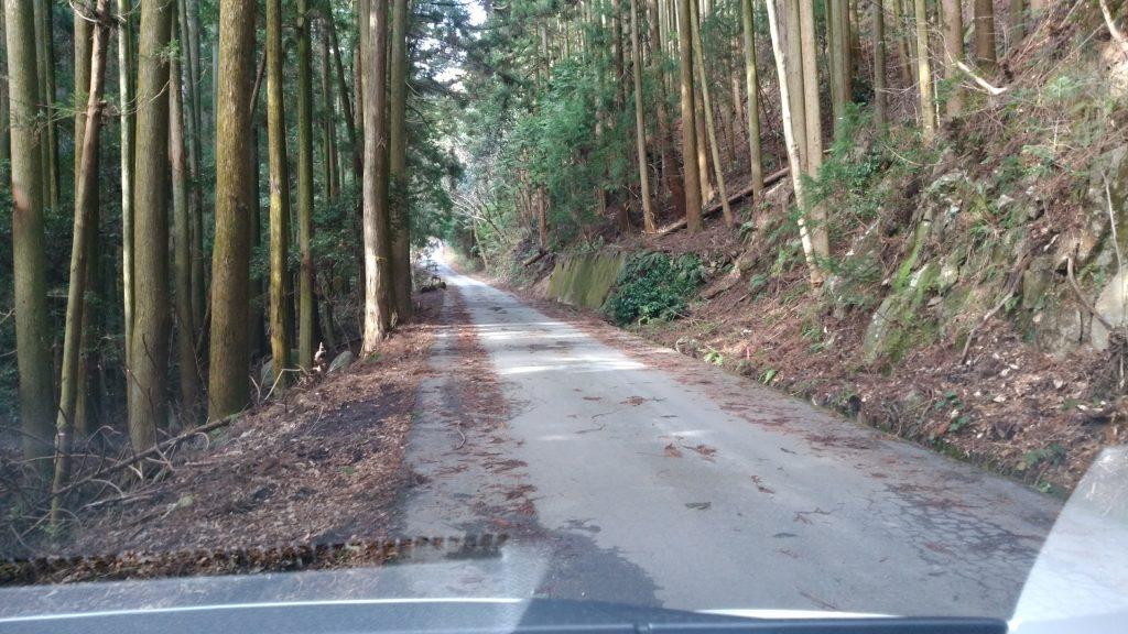 三重 経ヶ峰 平尾ルートへたどる舗装された林道