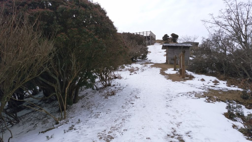 三重 経ヶ峰 山頂を眺める 残雪