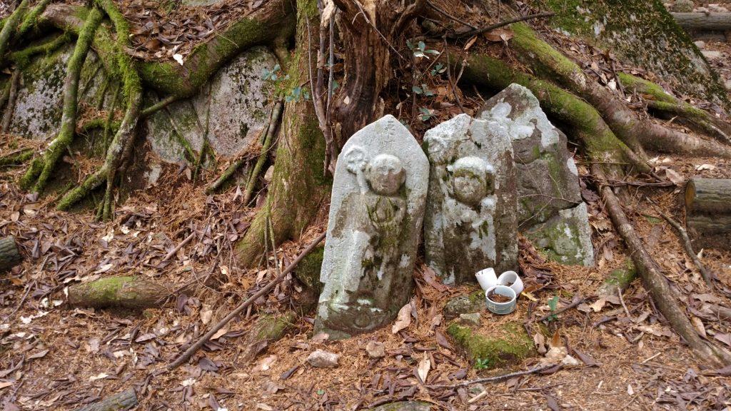 三重 八鬼山 山頂付近のお地蔵様たち