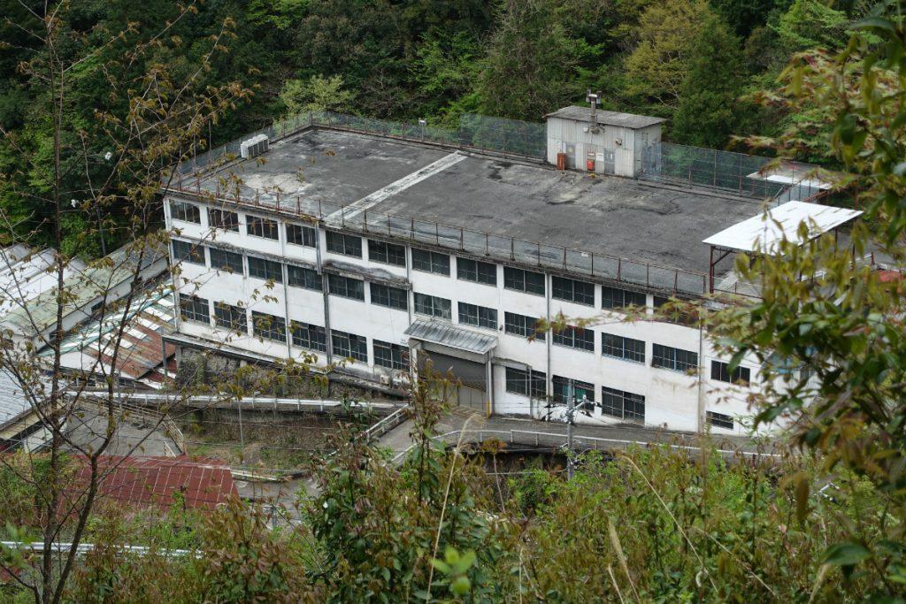 東京本仁田山 鷹ノ巣駅への下り 廃工場か