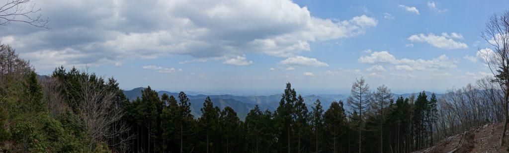 東京本仁田山山頂付近から東方面を眺めるパノラマ